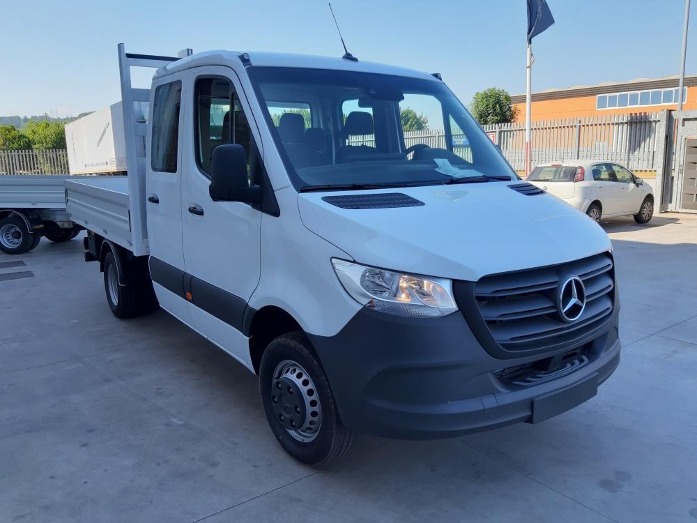 Allestimento autocarro Mercedes Benz doppia cabina