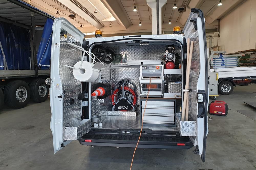 allestimento furgone nissan v300
