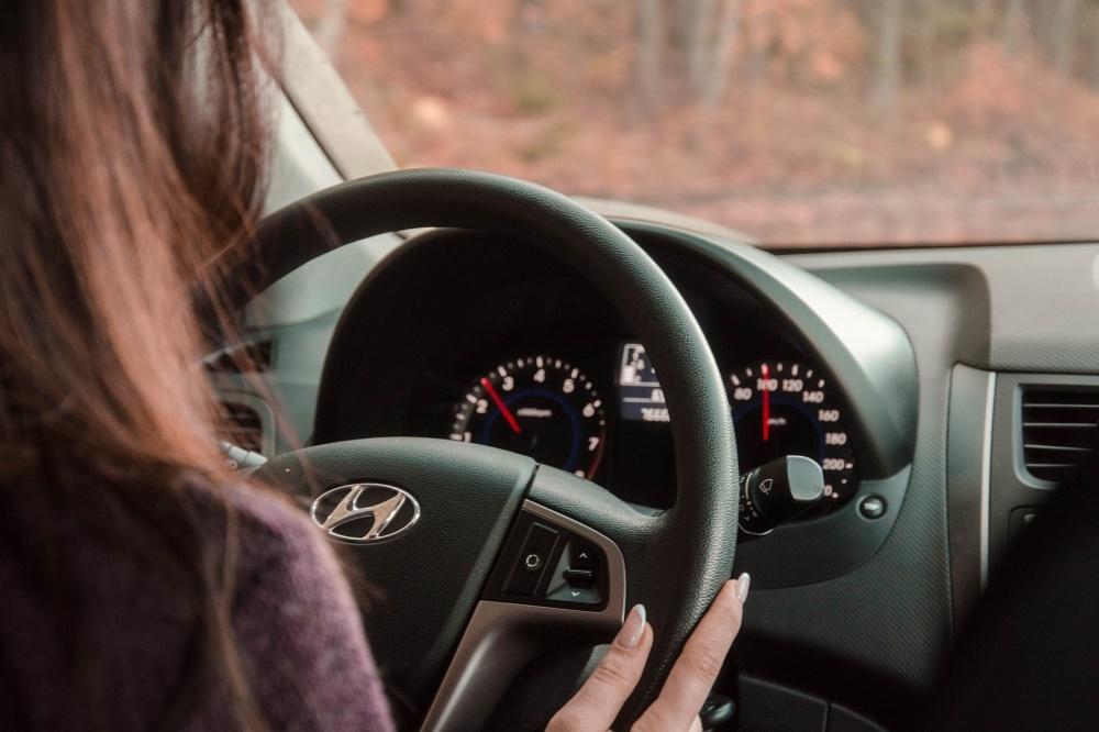istruttrice di guida donna