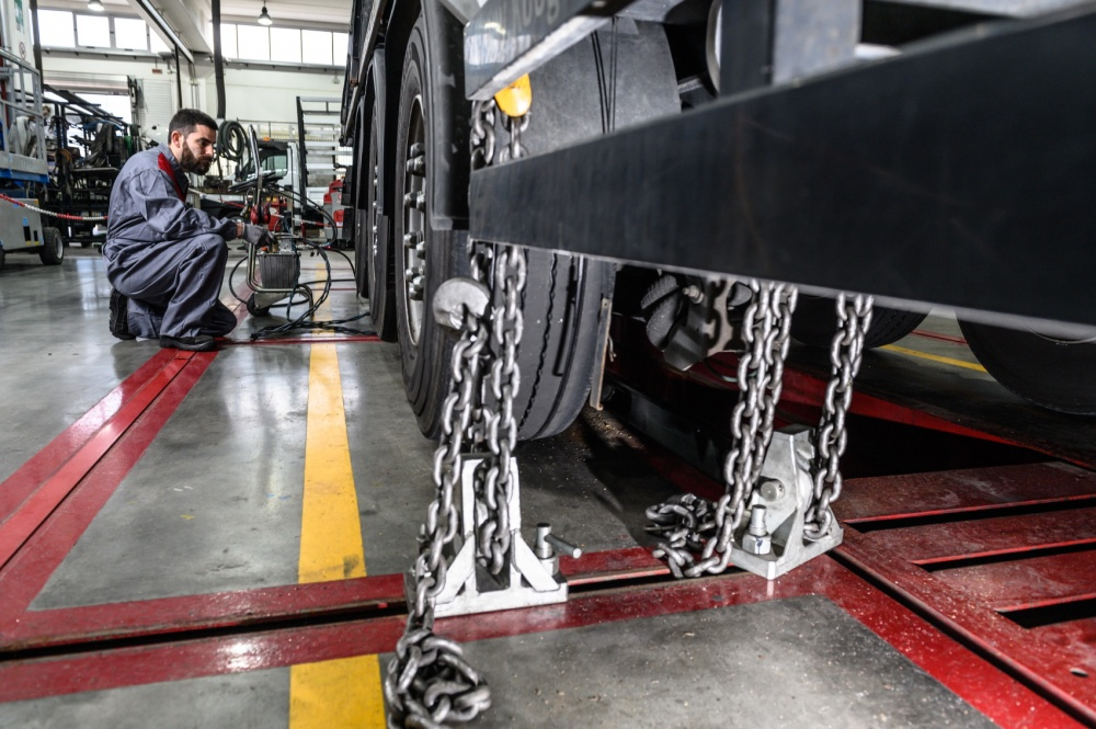 raddrizzatura cabine veicoli industriali