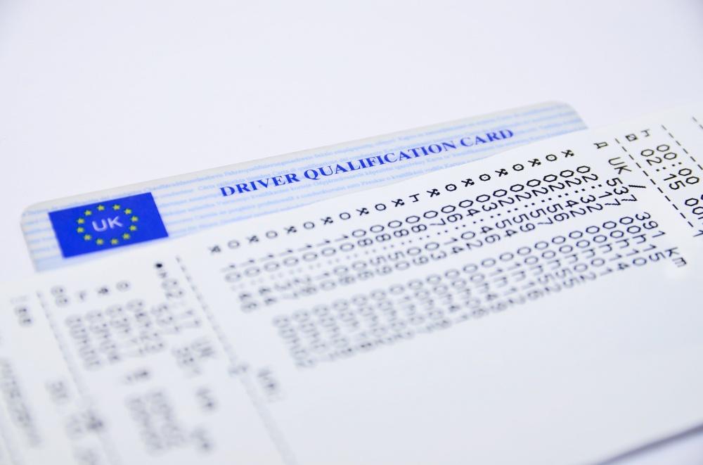 sanzioni tachigrafo guida senza e carta e limiti di velocità